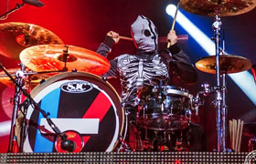 Josh Dun (Twenty One Pilots) spielt SJC Custom Drums.